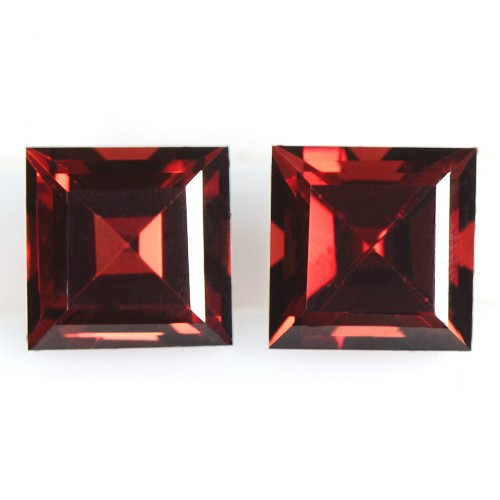 4.77 cts Natural Top Quality Pyrope Red Garnet Square Cut Pair Mozambique 7 mm